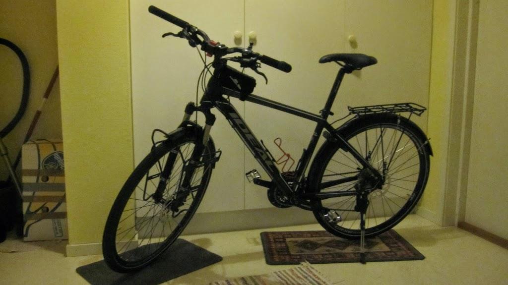 Cykelträning i becksvart mörker