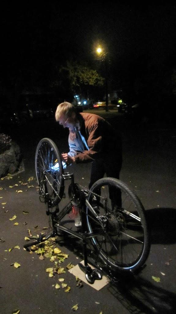 Cyklingen har börjat med varmhjärtade människor och branta backar vid fårhagar och palmer